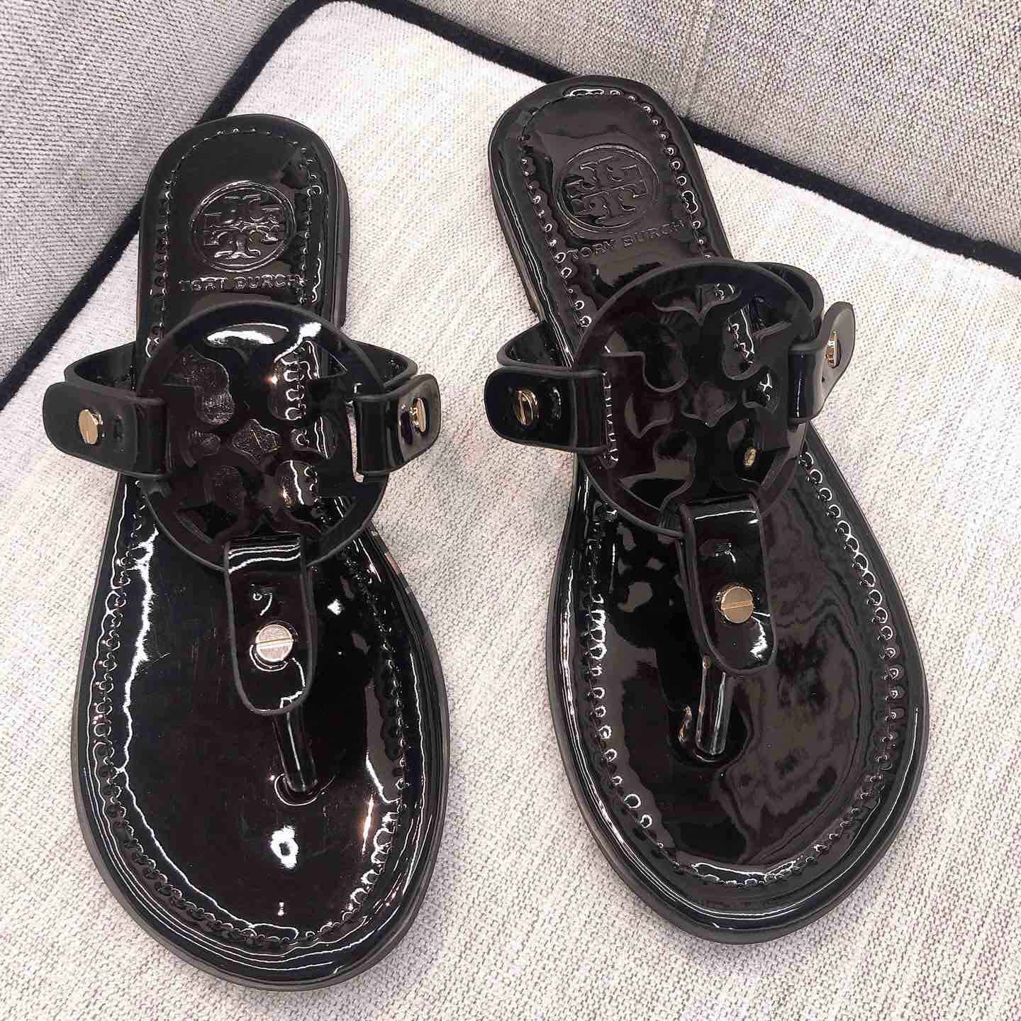 Sandals in Black - PerfectKickZ