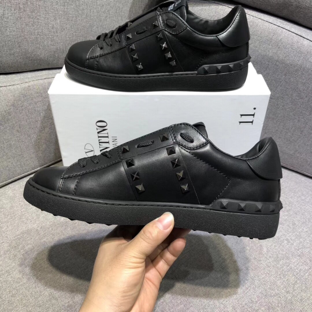 Rockstud Sneakers in Black - PerfectKickZ